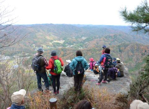 「奇岩・巨岩の岳山」登山の集い